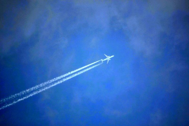 Piaproピアプロイラスト飛行機と飛行機雲